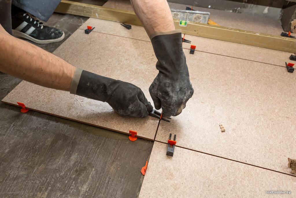 Плюсы и минусы систем выравнивания плитки