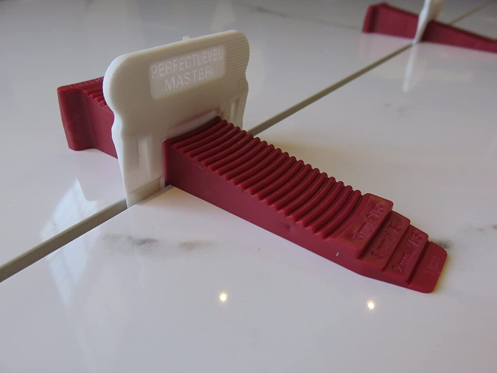 Укладка плитки с использованием системы выравнивания T-LOCK