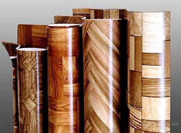 Ассортимент этого напольного покрытия огромен – линолеум на текстильной основе, линолеум на джутовой основе, линолеум без основы – но все варианты отличает хороший дизайн рисунка и удобство укладки