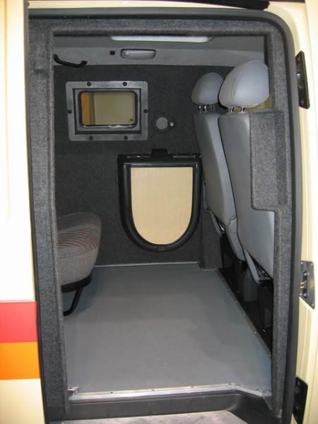 Авто линолеум, уложенный своими руками, обеспечивает не только безопасность, но и комфорт внутри автомобиля