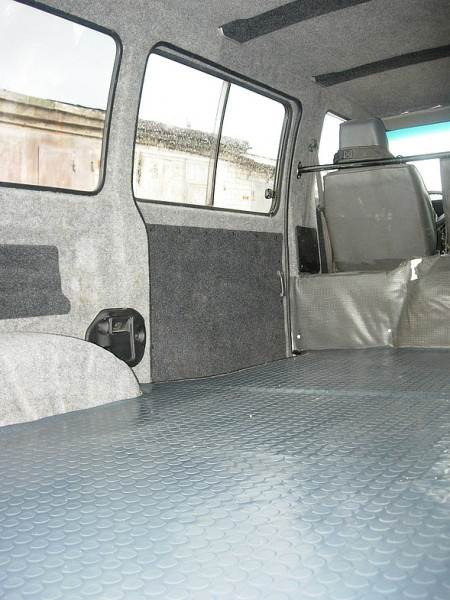 Автомобильный линолеум – единственно возможный вид напольного покрытия в транспортных средствах для перевозки пассажиров и небольших грузов