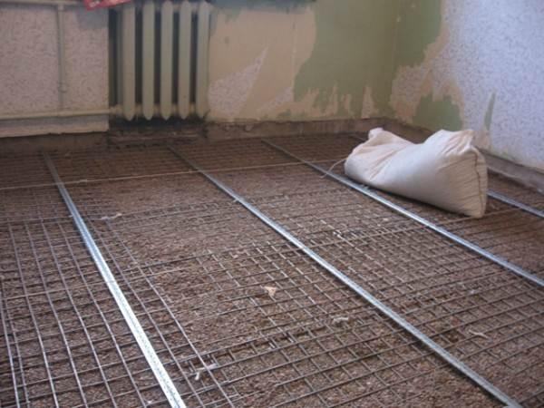 Бетонные или цементно-песчаные полы для жилых помещений чаще называют словом «стяжка».