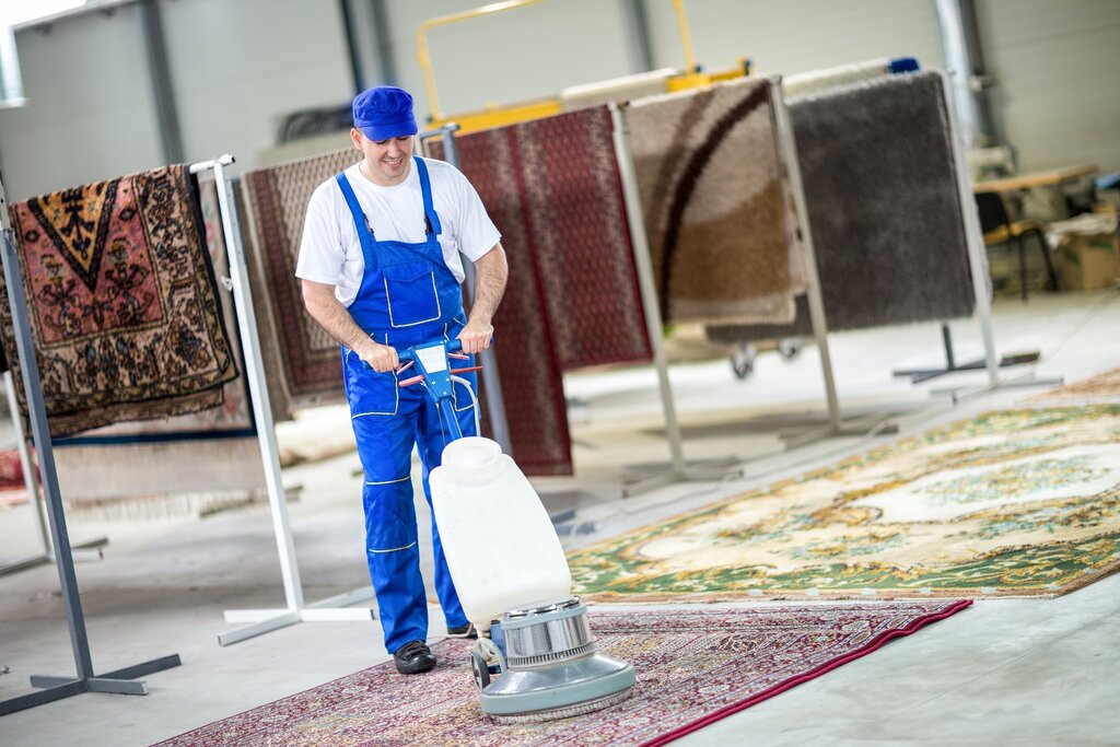 чистка ковров беспроводным пылесосом