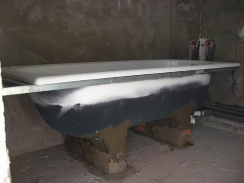 Чугунная ванна - высота от пола регулируется кирпичами