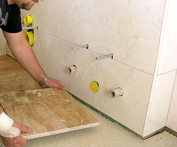 Демонтаж всех сантехнических приборов значительно облегчит монтаж