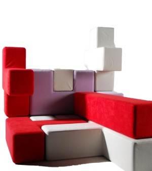 Дети будут счастливы, если в детской комнате появятся подушки для пола в виде элементов для игры в «Тетрис».