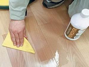 Для придания поверхности блеска можно использовать специальные средства на восковой основе