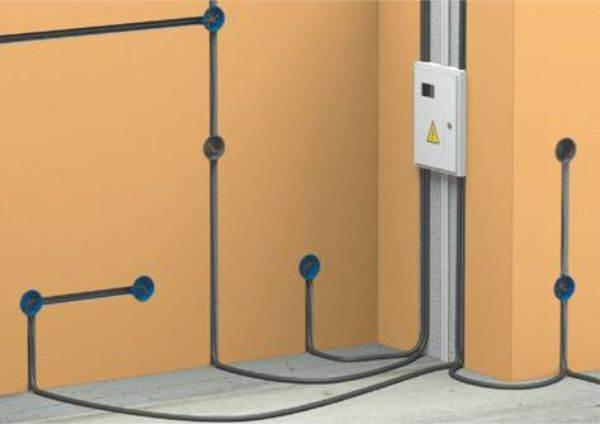 Для скрытого монтажа нужно готовить каналы в стенах и полу
