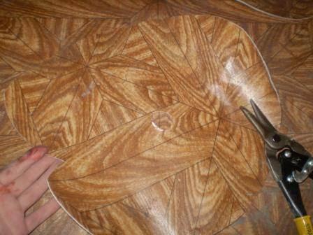 Для сложных линий удобно использовать ткацкие, строительные ножницы или ножницы по металлу.