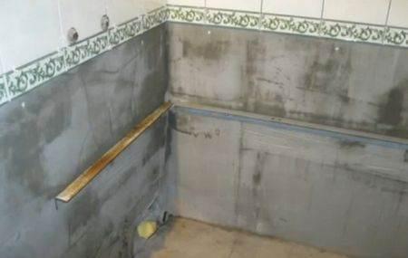 Для жёсткости установки к стене прикручивают деревянные или металлические профили