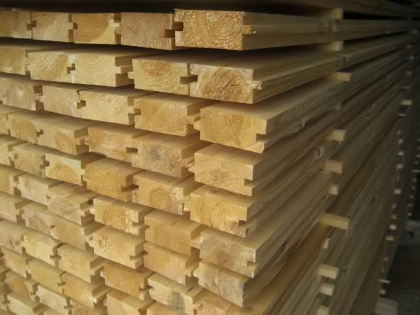 Доска толщиной 50 мм может укладываться по лагам с шагом в метр.
