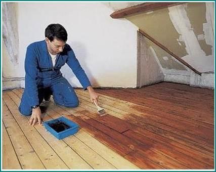 Если на кухне полы дощатые, их надо тщательно защитить от влаги.
