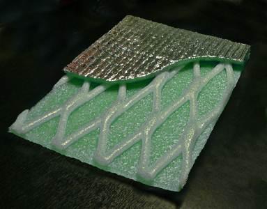 Фольгированный пенофол состоит из двух слоев: теплоизоляционного и гидроизоляционного.
