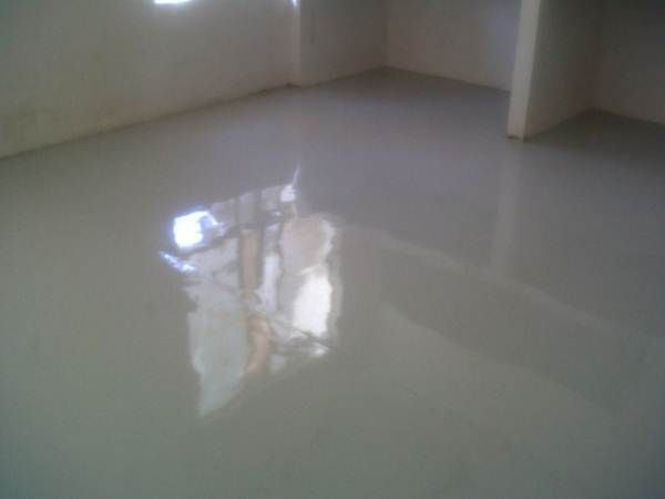 Фото помещения после заливки самонивелирующегося раствора