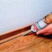 Хорошо подходит герметик для устранения щелей между деревянным полом и плинтусом