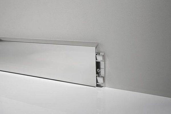 Хромированные металлические плинтуса – красота, эстетика и долговечность в одном флаконе