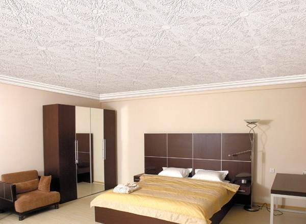 Использование галтелей в жилой комнате.