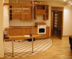 Керамогранит и ламинат на кухне
