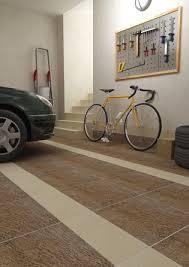 Керамогранит на полу в гаражном помещении