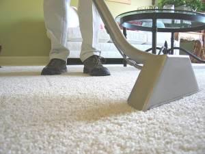 Ковролин обычным пылесосом отчистить практически невозможно, основная грязь остается под ворсом