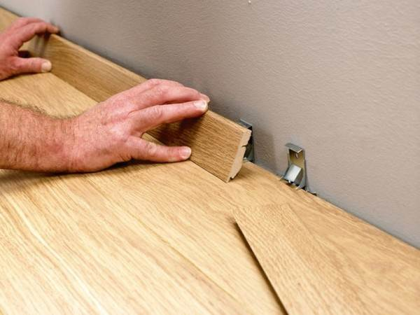 Крепление деревянного плинтуса