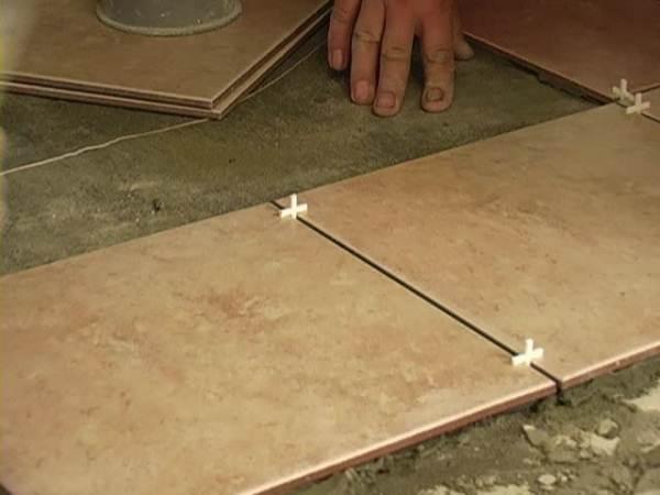 Крестики можно убирать только тогда, когда цемент полностью затвердеет