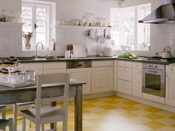 Кухня – самое место для светлого желтого линолеума