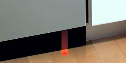 Луч на полу – индикатор для посудомойки