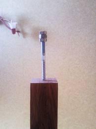 Любительское фото деревянной балясины с крепежным элементом