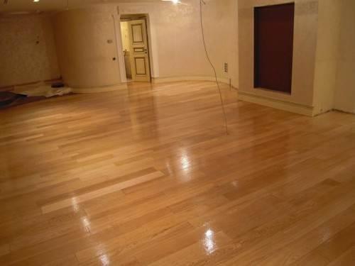 Любительское фото комнаты с покрытием пола из линолеума