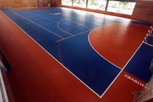 Любительское фото показывающее, что благодаря отменным качествам данного материала его можно применять даже для спортзалов и площадок с интенсивной нагрузкой