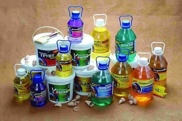 Любительское фото, показывающее, что существует огромный выбор различных антибактериальных средств и составов, которые обладают своими уникальными качествами и свойствами