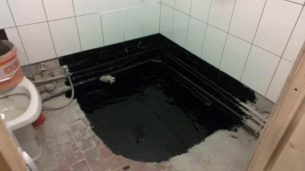 Мастика на полу в ванной