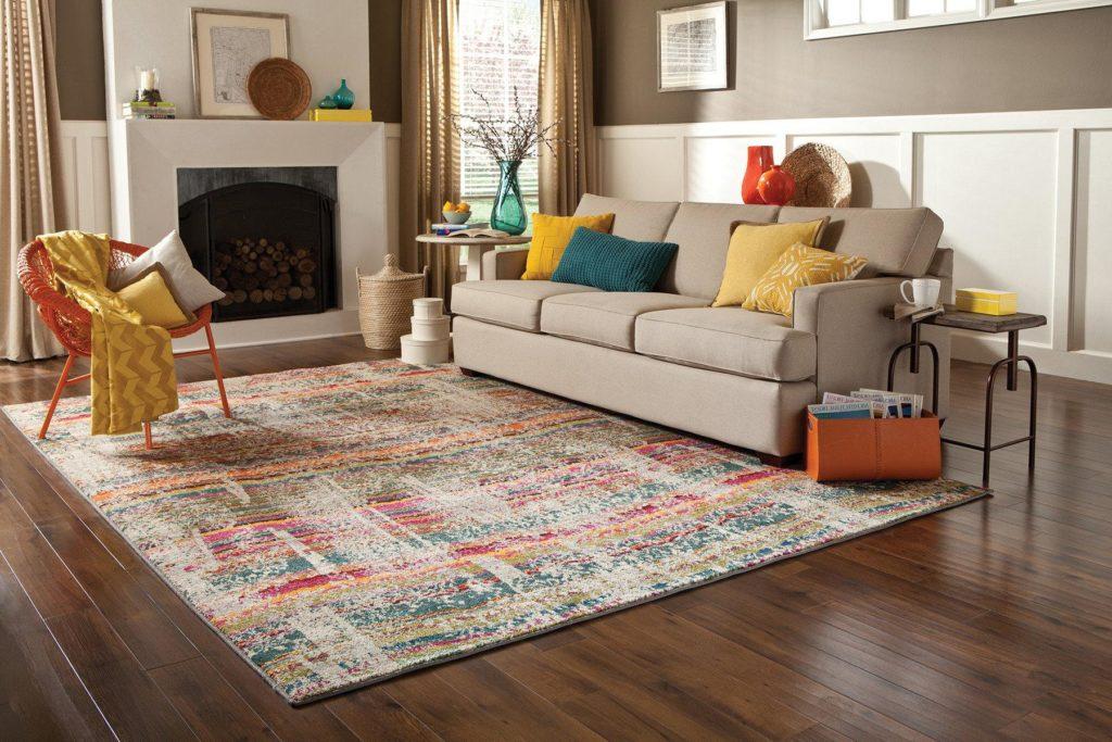 Мебель - отличный способ скрыть грязь на ковре