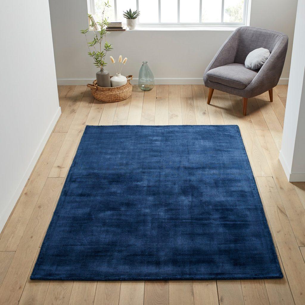 Модный синий ковер фото