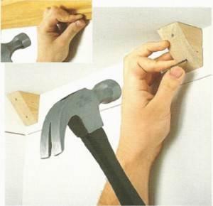 Монтаж крепежных деталей для деревянного плинтуса