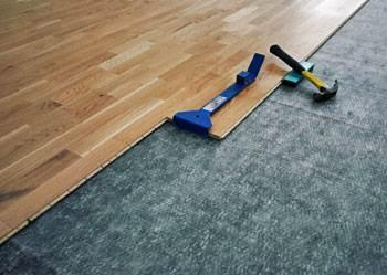 Монтаж подкладки предшествует укладке основного покрытия.