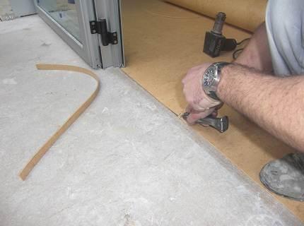 Монтаж винилового покрытия на бетонное основание