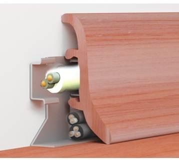Ламинированный плинтус для оформления боковых швов напольного покрытия
