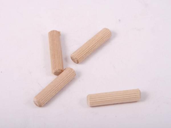 На фото - деревянные чопики для крепления плинтуса на бетонную стену.