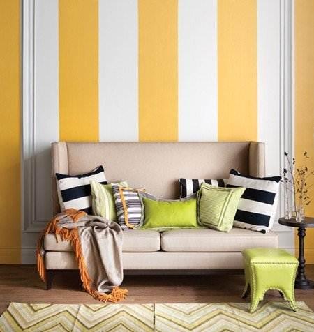 На фото изображен редкий и неординарный пример: напольное обрамление окрашено таким образом, что полностью идентично рисунку на стене.