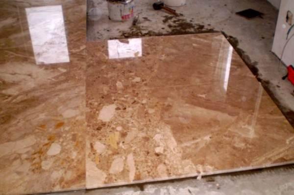 На фото мраморные плиты элитного напольного покрытия