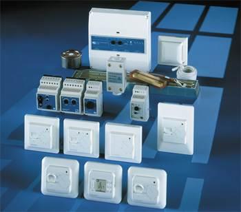 На фото представлен широкий ассортимент термостатов