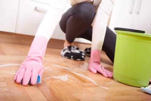 На корточках полы беременным мыть нельзя