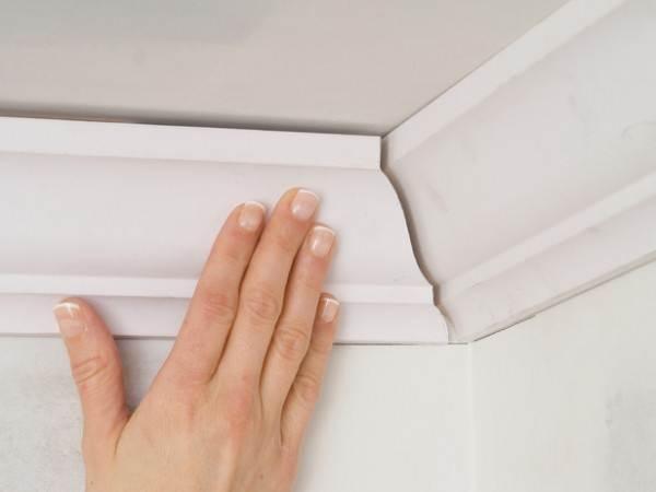Наибольшую трудность у неподготовленных монтажников вызывает стыковка деталей в углах комнаты.
