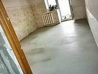Наливной пол в квартире на основе цемента.