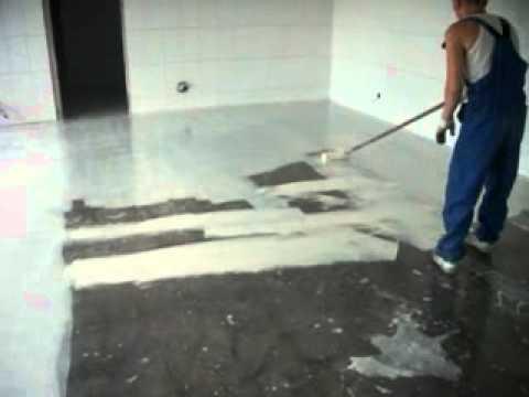 Нанесение грунта на поверхность при помощи валика