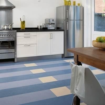 Натуральный линолеум бледно-синего оттенка: отличное решение для кухни