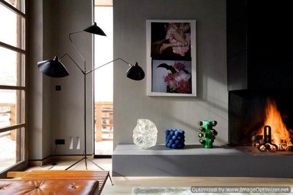 Неординарное решение: обычный плинтус из дерева отделан черным кантом, благодаря чему он смотрится стильно и ярко.