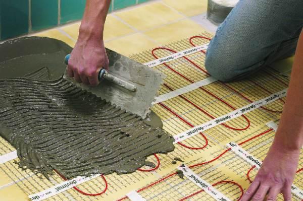 Несколько рулонов «теплого пола» и по керамогранитной плитке можно ходить босиком